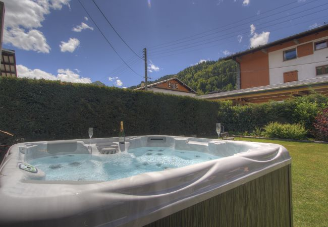 Rent by room in Morzine - Chalet Poppy GF En-Suite